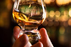 sampling-whisky-quaich-bar